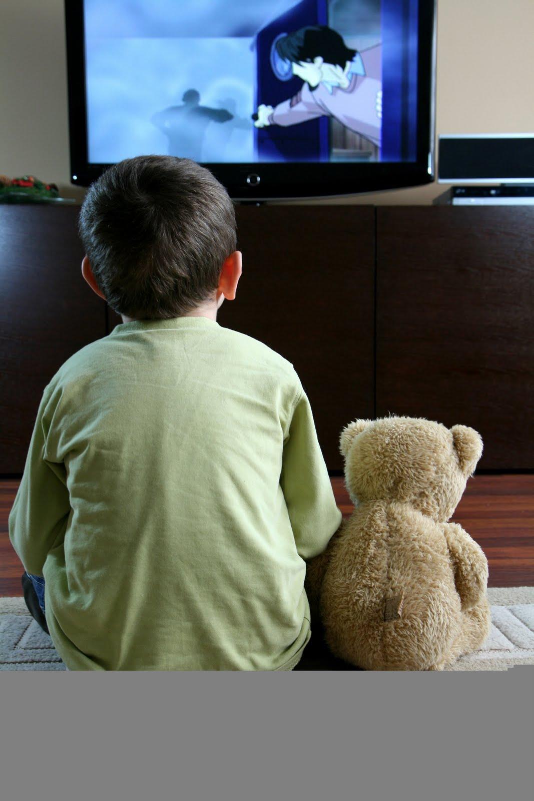 Censis: minori troppo soli davanti a tv e internet