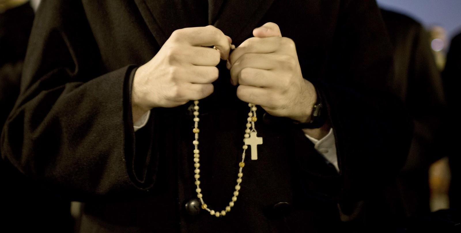 Voi tutti sacerdoti recitate il rosario