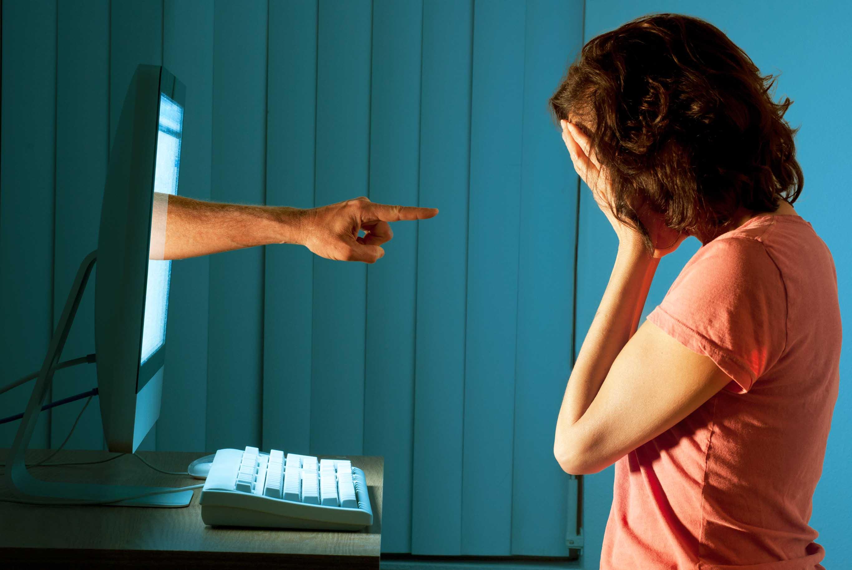 Cyberbullismo ragazza si uccide davanti alla sua famiglia