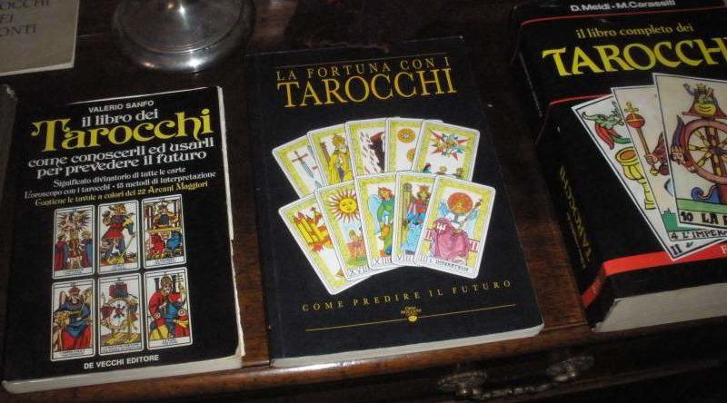 Compravo libri di divinazione per predire il futuro