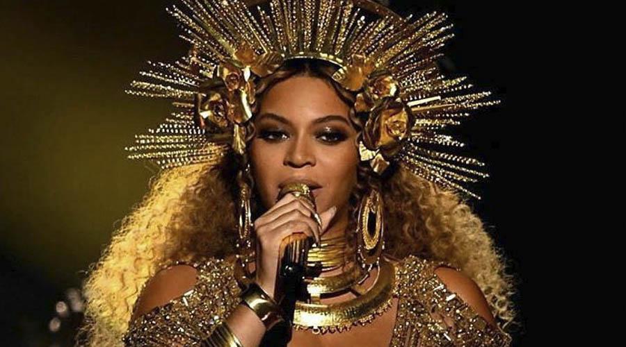 Beyoncé con i suoi deliri di onnipotenza al Grammy Award 2017