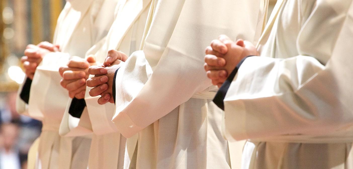 la benedizione del sacerdote