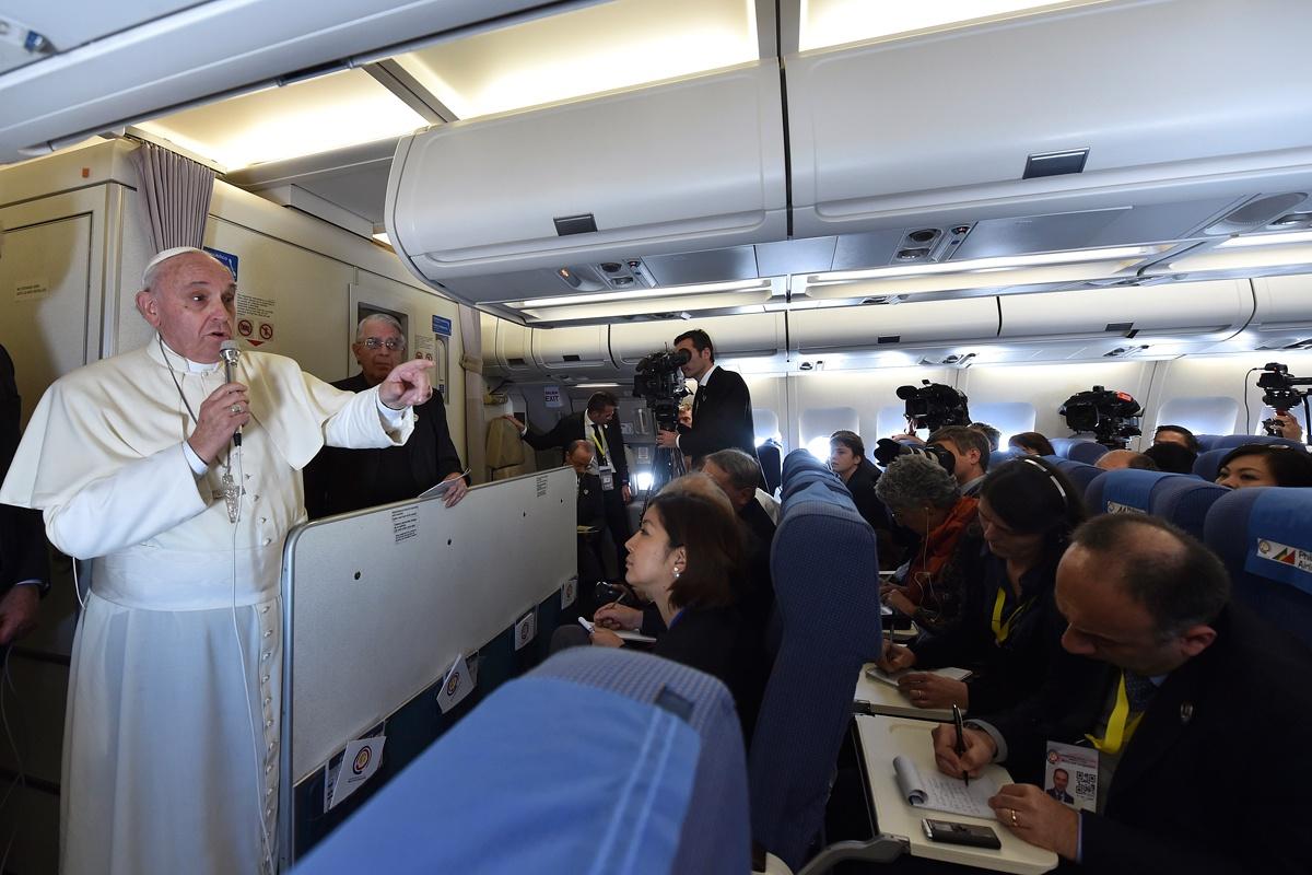 Il Papa parla di Medjugorje ma anche dei maghi