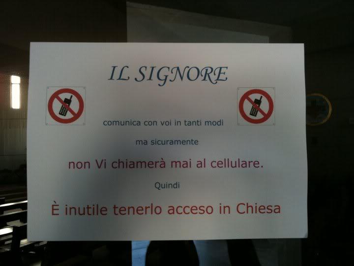 Il Papa dice: Niente telefonini, la messa non è uno spettacolo
