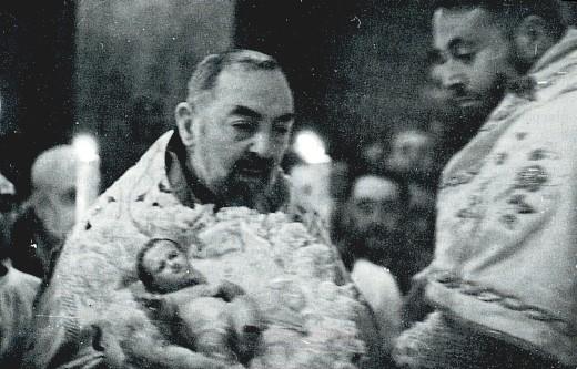 Padre Pio e Gesù bambino: Secondo giorno della novena di Natale