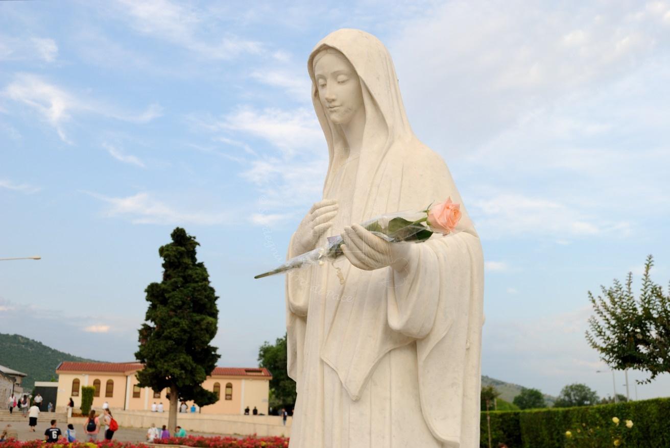 Primo giorno: preghiamo per i veggenti novena alla Regina della Pace