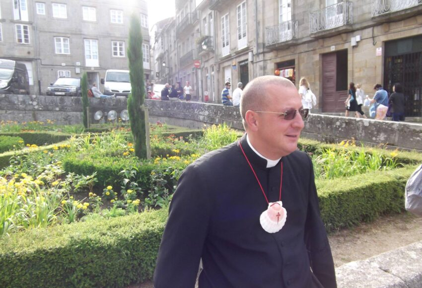 don minutella fuori dalla chiesa