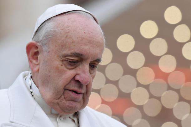 Papa Francesco approfondisce il tema sull'idolatria