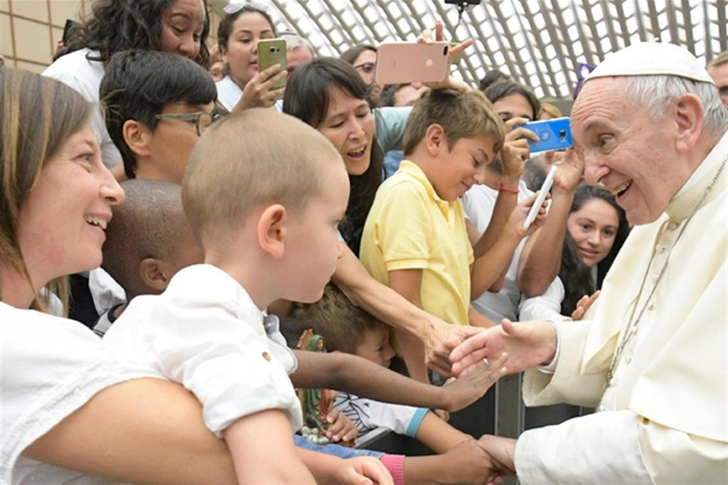 Davanti ai bambini non bisogna litigare: Papa Francesco