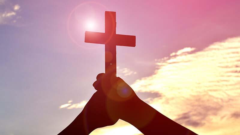 Maria fa che portiamo l'Ostia nel cuore e la luce e l'amore al mondo