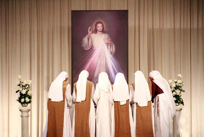 Monaci new age cantano la voce di Maria ma sono falsi veggenti