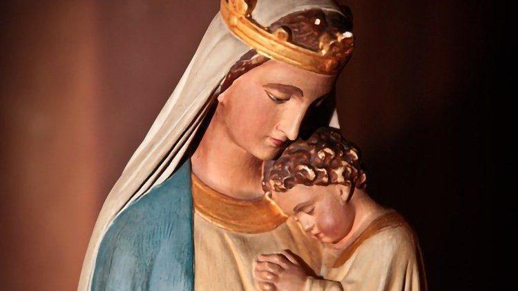 Maria è il canale che Dio usa per portarci la salvezza