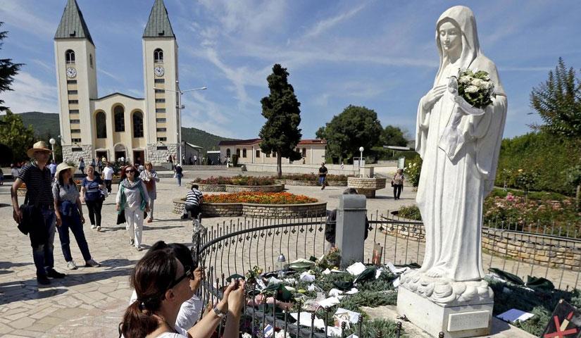 Un omaggio alla Madonna per averci insegnato a pregare
