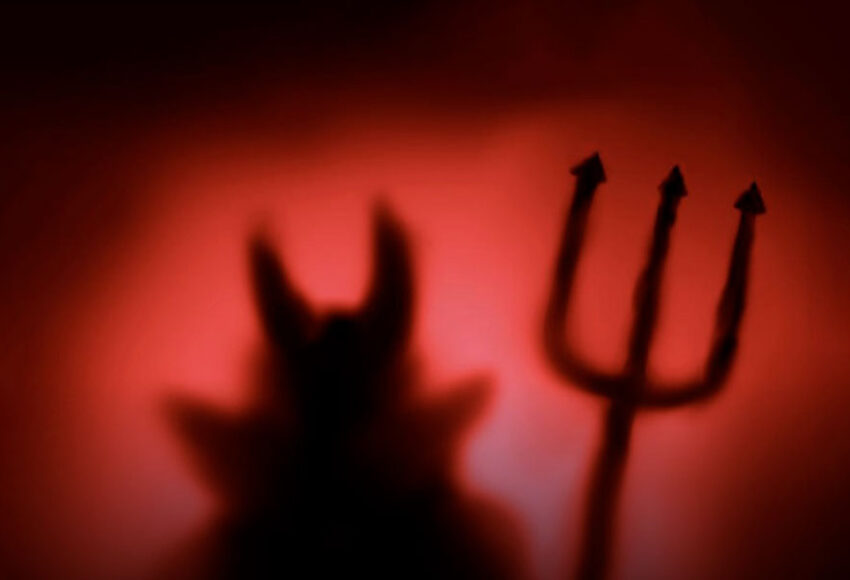 contro satana