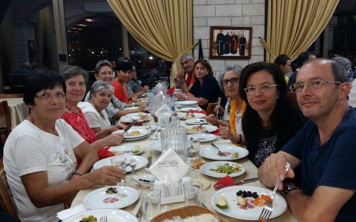 a cena con tutti i pellegrini in terra santa